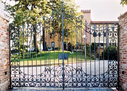 Cancelli in ferro battuto ditta albano casale monferrato for Tenuta di campagna francese